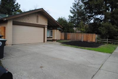 Elk Grove Single Family Home For Sale: 9017 Meadowsweet Way
