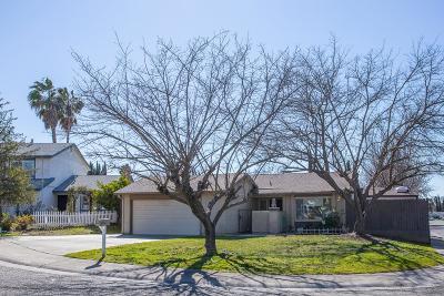 Sacramento CA Single Family Home For Sale: $322,000