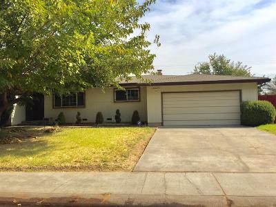 Single Family Home For Sale: 6841 Golf View Drive
