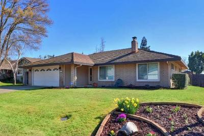 Elk Grove CA Single Family Home For Sale: $380,000
