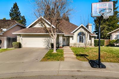 Elk Grove CA Single Family Home For Sale: $449,000