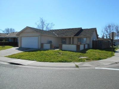 Sacramento Single Family Home For Sale: 8270 Cliffcrest Drive