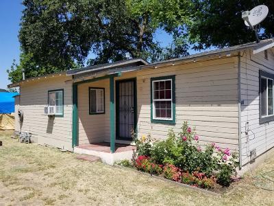 Single Family Home For Sale: 631 North Oro Avenue