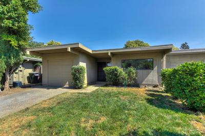 Single Family Home For Sale: 22 Cattail Court