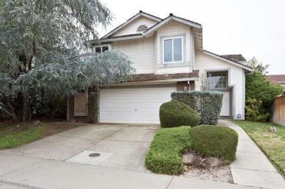 Sacramento CA Single Family Home For Sale: $308,000