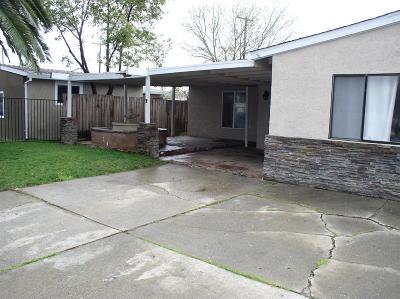 Sacramento Single Family Home For Sale: 5920 Nina Way