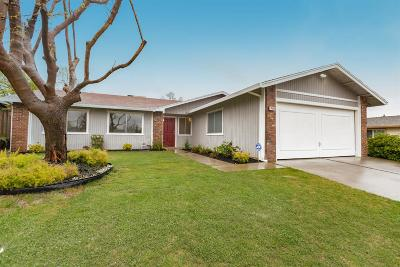 Citrus Heights Single Family Home For Sale: 7074 Cloverleaf Way