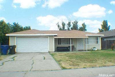 Sacramento Single Family Home For Sale: 2617 Edinger Avenue