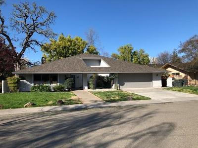 Single Family Home For Sale: 825 Lake Oak Court