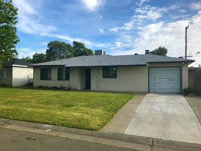 Single Family Home For Sale: 3128 Berkshire Way