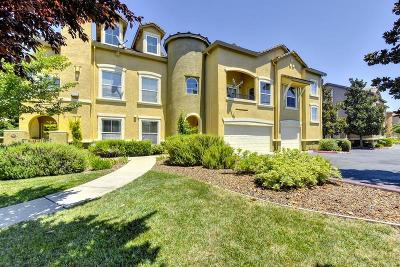 Sacramento Condo For Sale: 5350 Dunlay Drive