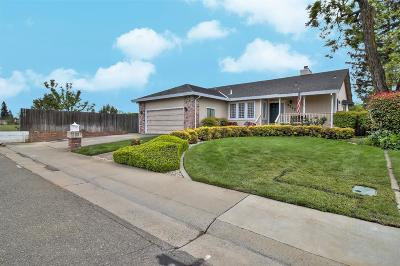Elk Grove CA Single Family Home For Sale: $429,000