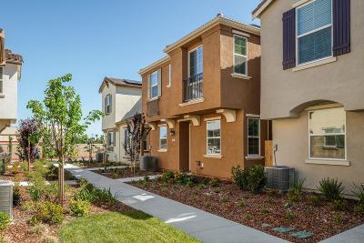 Sacramento CA Single Family Home For Sale: $389,998