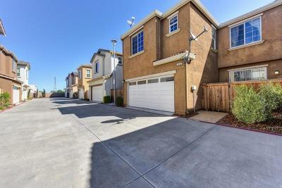 Sacramento Single Family Home For Sale: 7828 Abramo Walk