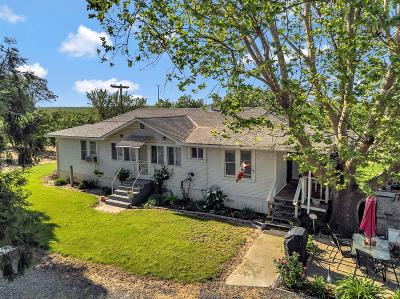 Escalon Single Family Home For Sale: 17569 Campbell Avenue