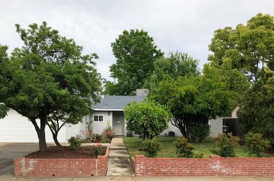 Sacramento CA Single Family Home For Sale: $360,000