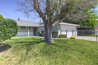 Sacramento Single Family Home For Sale: 5940 Green Glen Way