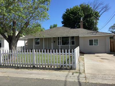 Sacramento Single Family Home For Sale: 2106 Bluebird Lane