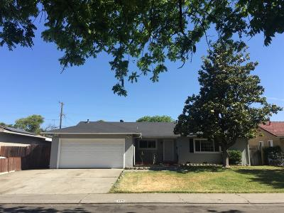 Single Family Home For Sale: 329 West Iris