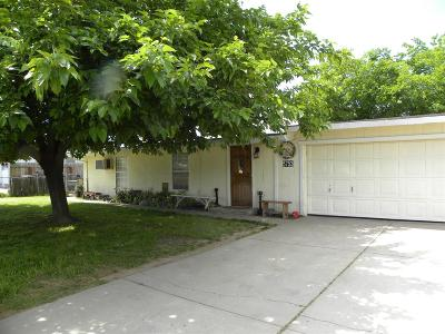 Sacramento Single Family Home For Sale: 5753 Pomegranate Avenue