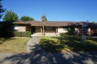 Sacramento Single Family Home For Sale: 6911 Golf View Drive
