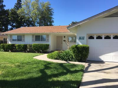 Stockton Single Family Home For Sale: 1611 McClellan Way