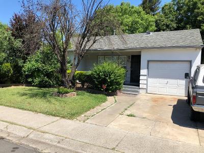 Sacramento Single Family Home For Sale: 4621 Iowa Avenue