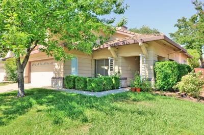 Elk Grove Single Family Home For Sale: 8847 Mandalay Way