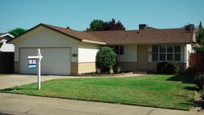 Lodi Single Family Home For Sale: 2228 Burton Way