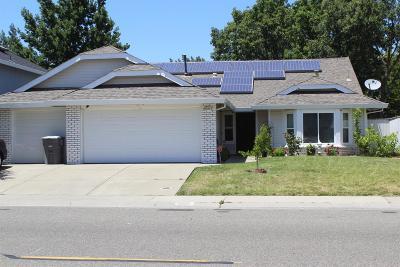 Elk Grove CA Single Family Home For Sale: $395,000