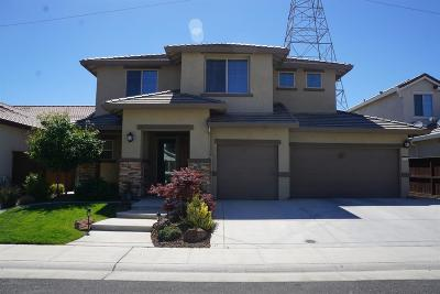 Sacramento Single Family Home For Sale: 7420 Hanfield Drive