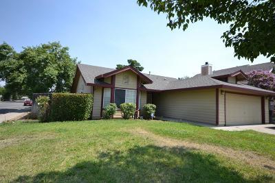 Sacramento CA Single Family Home For Sale: $335,000