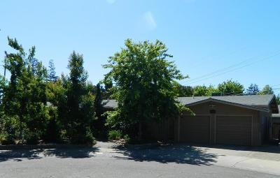 Lodi Single Family Home For Sale: 820 Mariposa Way
