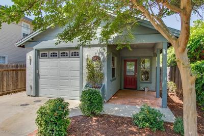 Sacramento Single Family Home For Sale: 2121 Perkins Way