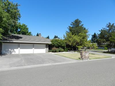Elk Grove Single Family Home For Sale: 4953 East Saint Augustine Drive