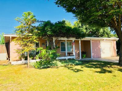 Sacramento Single Family Home For Sale: 5629 James Way