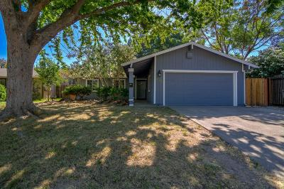 Sacramento Single Family Home For Sale: 5500 Collage Oak Dr
