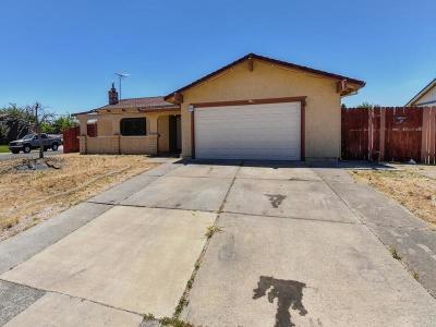 Sacramento Single Family Home For Sale: 8272 Village Creek