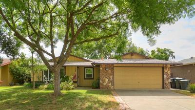Sacramento CA Single Family Home For Sale: $305,000