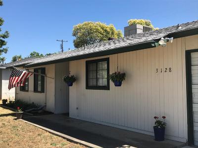 Sacramento Single Family Home For Sale: 3128 Berkshire Way