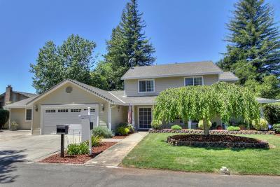 Sacramento Single Family Home For Sale: 4015 Hillcrest Way