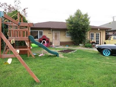 Sacramento Single Family Home For Sale: 3725 Belden Street