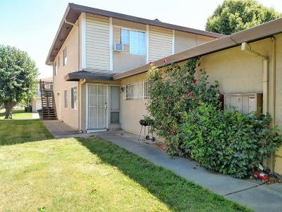Sacramento County Condo For Sale: 9050 Montoya Street