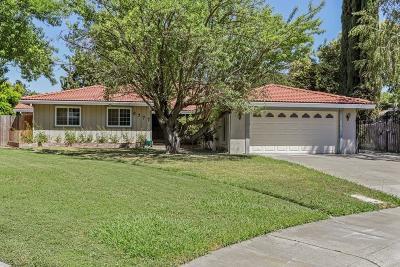 Sacramento Single Family Home For Sale: 6777 Trudy Way