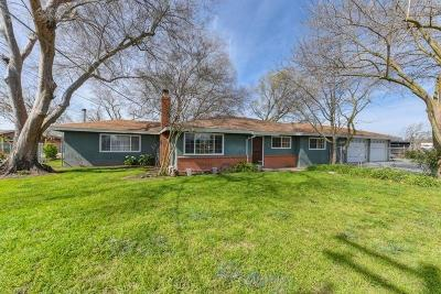 Sacramento Single Family Home Active Short Sale: 7910 Carmencita Avenue