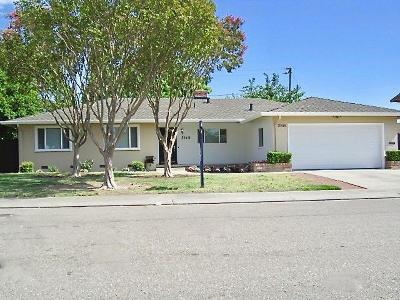 Stockton Single Family Home For Sale: 2048 McClellan Way