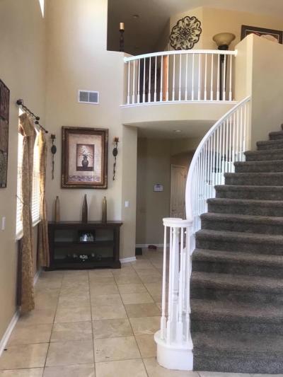 Sacramento Single Family Home For Sale: 300 Lyman Circle
