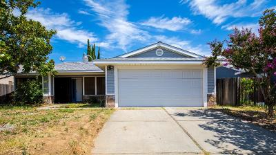 Sacramento CA Single Family Home For Sale: $299,000