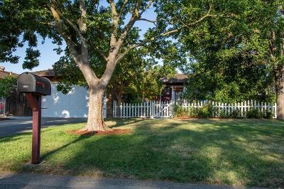Sacramento CA Single Family Home For Sale: $449,000