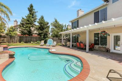 Roseville Single Family Home For Sale: 157 Winslow Drive